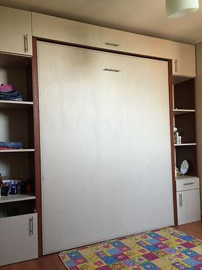 Cama 2 plazas vertical + estantes laterales a medida