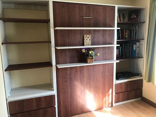 Cama vertical con muebles a medida