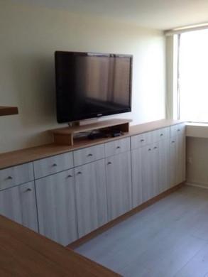Rack-TV-Closet