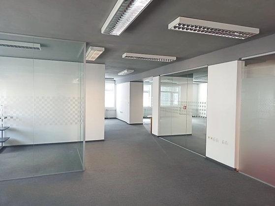 Prenajmeme otvorený admin priestor delený sklenenými priečkami v Bratislave II.