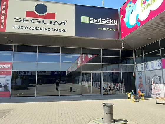 Prenajmeme obchodný priestor v Bratislave v OC Korzo pri nákupnom centre Avion.