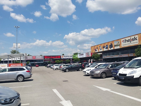 Prenajmeme veľký obchodný priestor v Bratislave II. v OC Korzo neďaleko IKEA