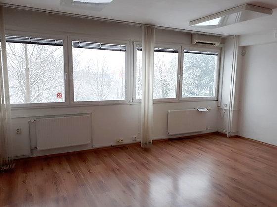 Prenajmeme kancelárie na samostatnom poschodí admin budovy v BA na Rožňavskeja
