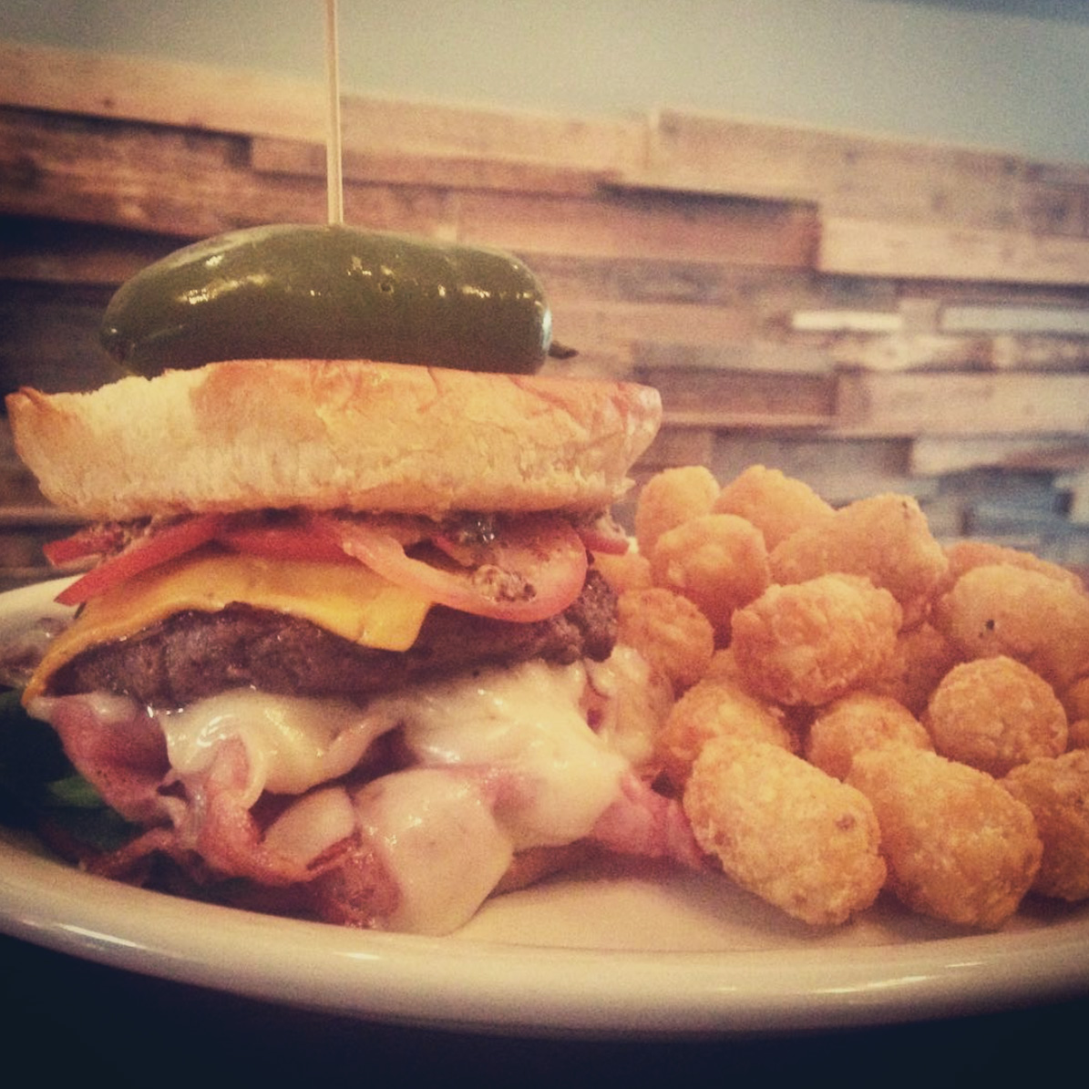 Sandwich with tater tots
