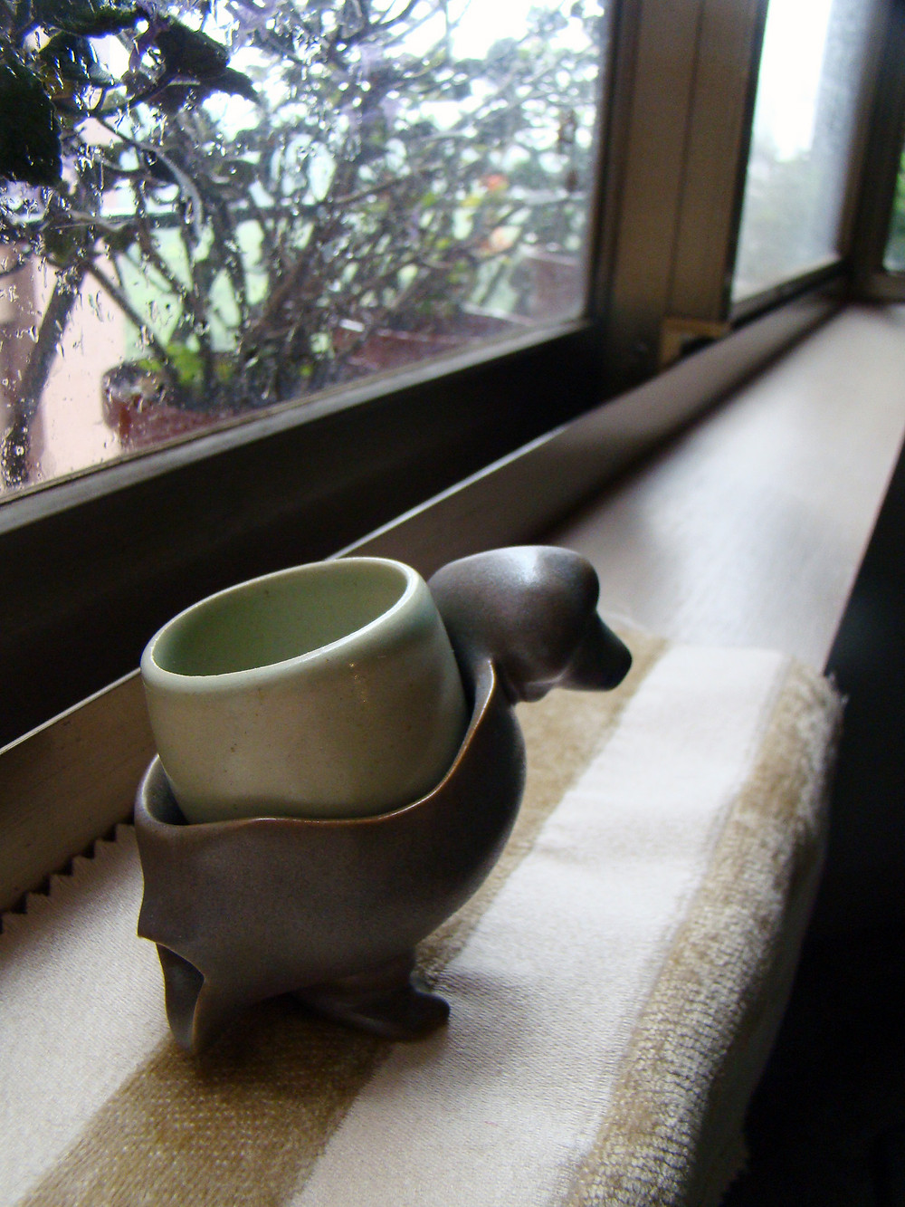 Camel Ako. A ceramic duck carrying a cup on her back.