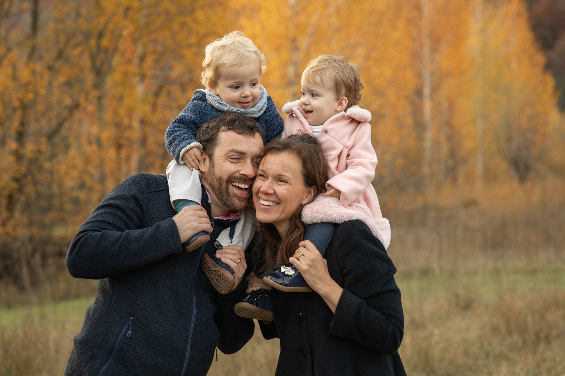 Familien Fotoshooting mit Zwillingen Out