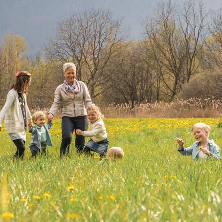 Fotoshooting mit Grossmami und enkelkindern