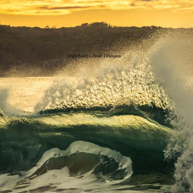 Wave at Aslings Beach