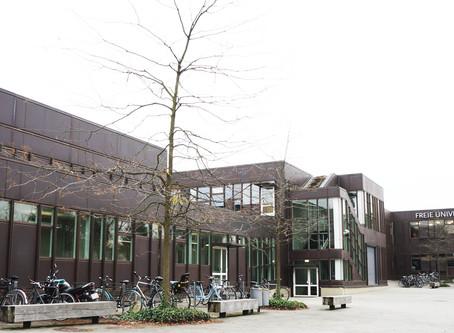 (ベルリンの建築)ドイツ連邦議会議事堂と合わせて見ておきたいノーマン・フォスターの作品「ベルリン自由大学図書館」