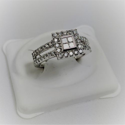 14Kt. White gold diamond ring