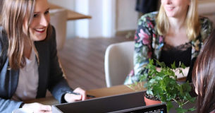 Pincus-Solutions-cowomen-working-in-office