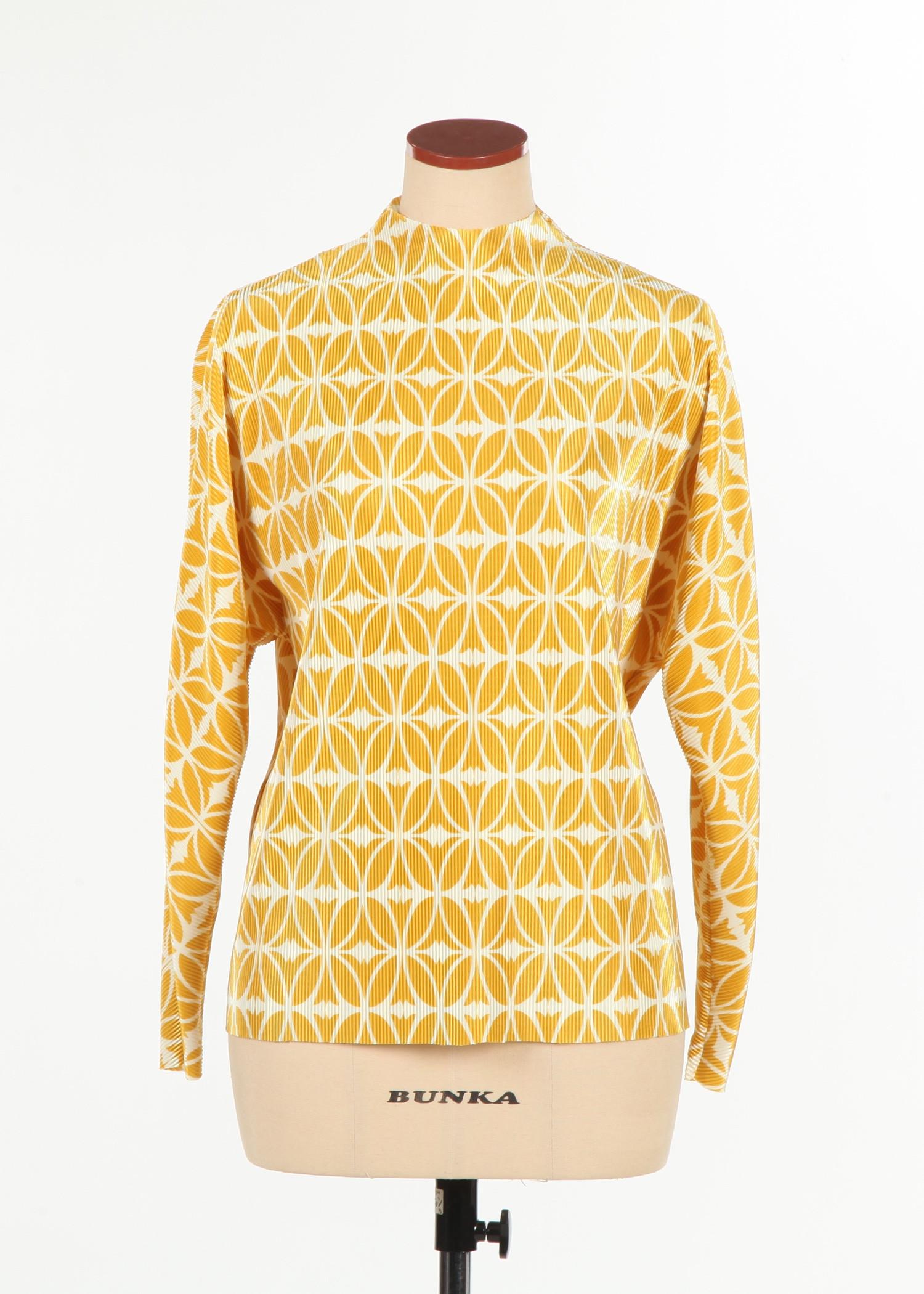 Kimono sleeve detail pleats blouse