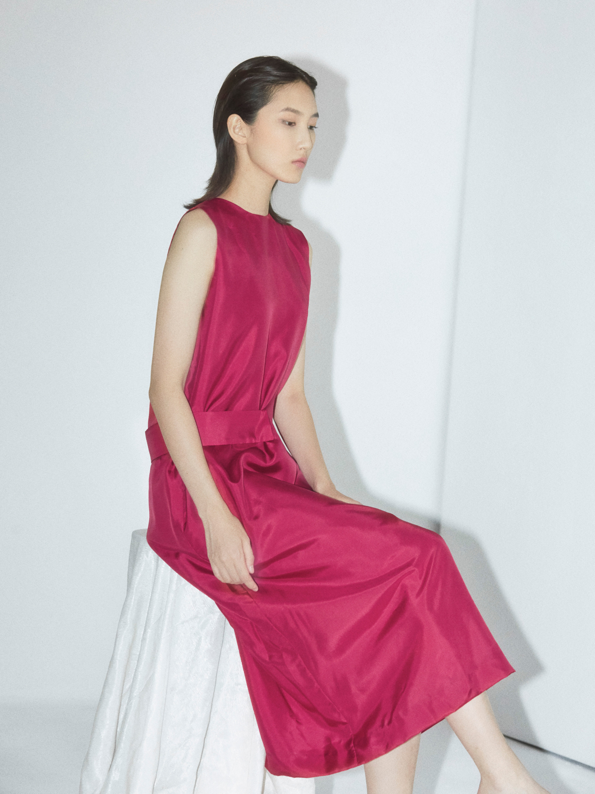 Silk sleeveless dress with belt detail