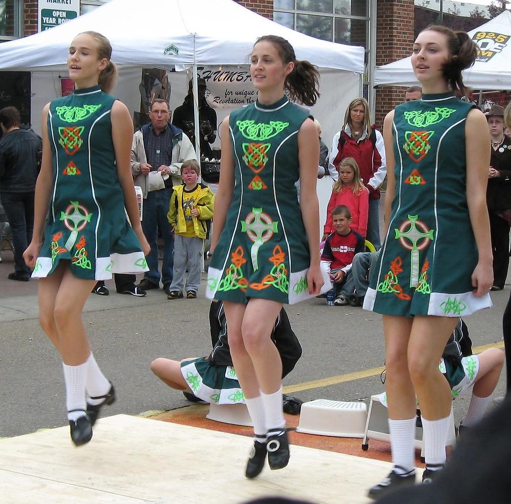 Irish girls dancing