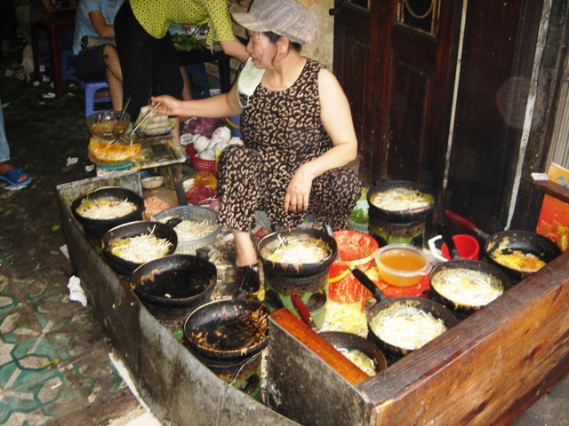 A restaurant in Hanoi which is specialized in Banh Xeo, one of the traditional and popular cuisines in Vietnam, Hanoi.