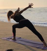 Yoga en la Playa Bambuddha Holistic Center