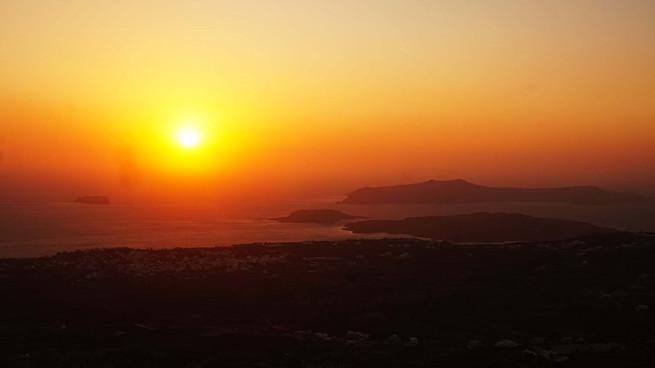 Saulės laida nuo Profitis Ilias vienuolyno Santorinio saloje