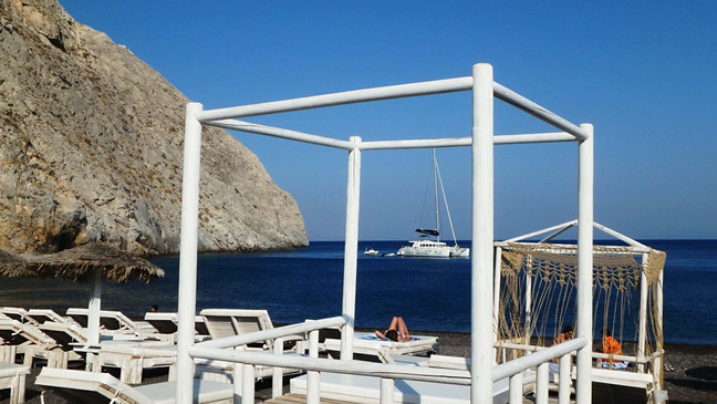 Juodąjame Perissa paplūdimyje, Santorini saloje