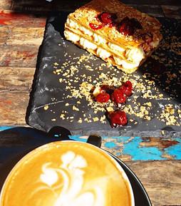 Popietinė kava su graikišku milfėjumi