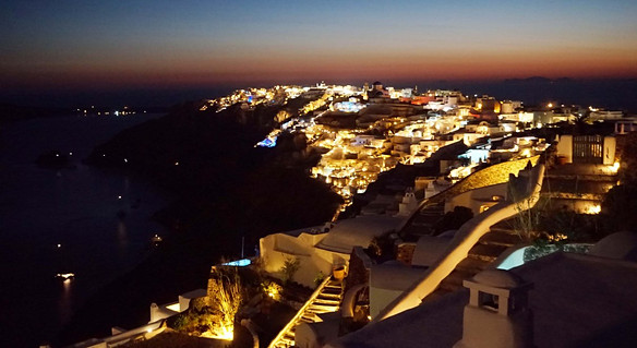 Santorinis: Oia sutemose po fantastiško saulėlydžio