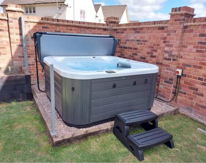 Vortex Eon Hot Tub - Forest Spas