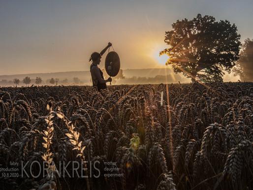 Erwachen im Weizenfeld