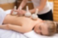 Massage aux tampons aromatiques