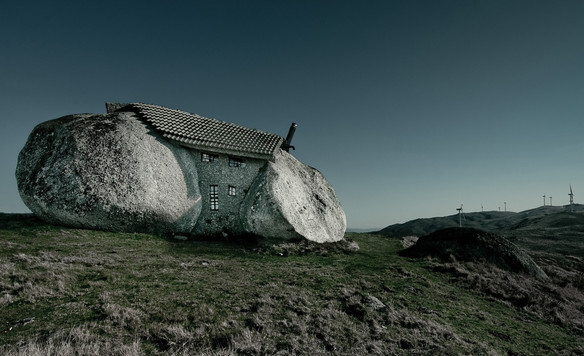stone_house_fafe_mountains_portugal-wall