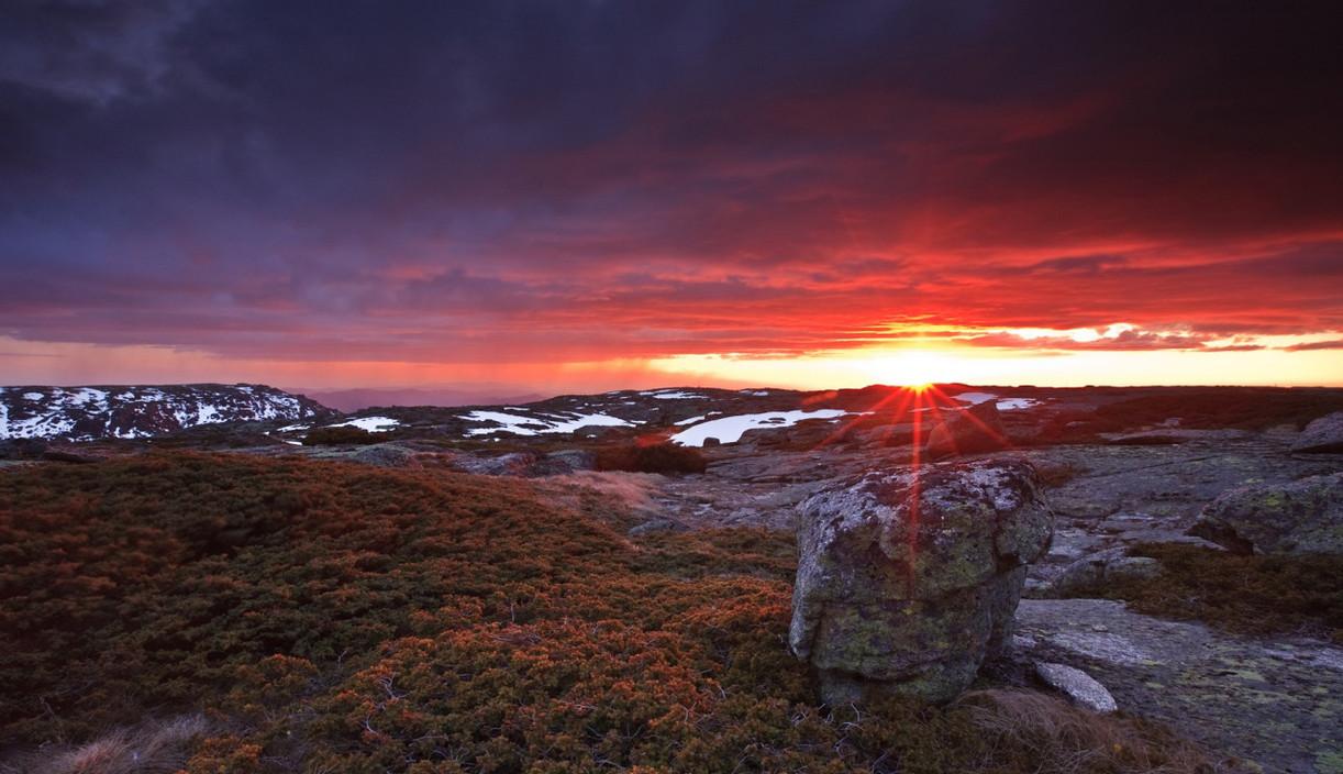 frizzing_sunset_at_serra_da_estrela_port