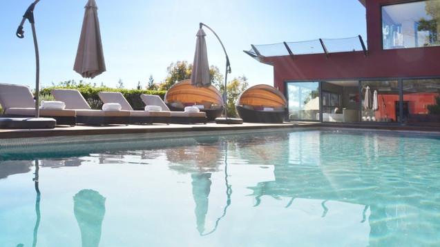 image_villazenith-swimmingpool_large.jpg