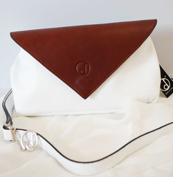 Pochette-Nina-summer16-bianco-marrone-3