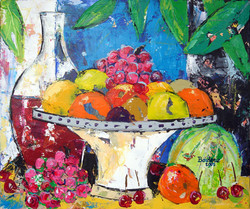 Coupe de fruits fond bleu.