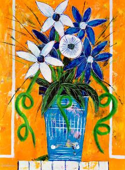 Vase bleu fond orange clair