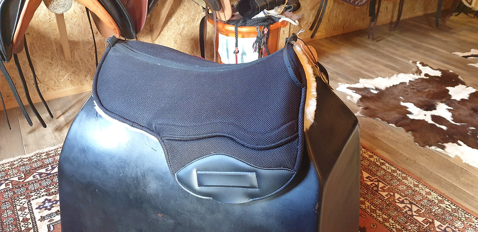 Ghost Quevis Saddle Pad