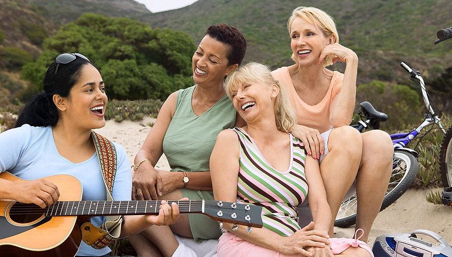 Women-with-guitar_1232x700.jpg
