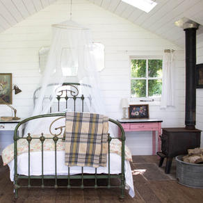 Pretty guest acommodation in a rustic cabin