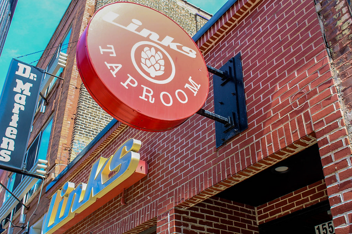 Links Taproom street view located in Chicago's Wicker Park neighborhood