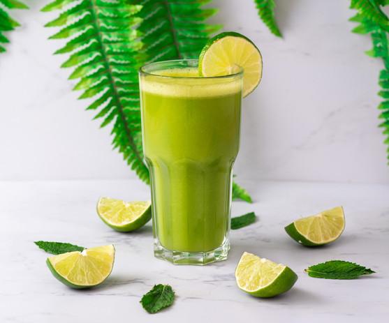Limo-hierbabuena elaborada con pulpa 100% natural