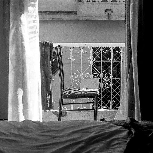 Silla y balcón