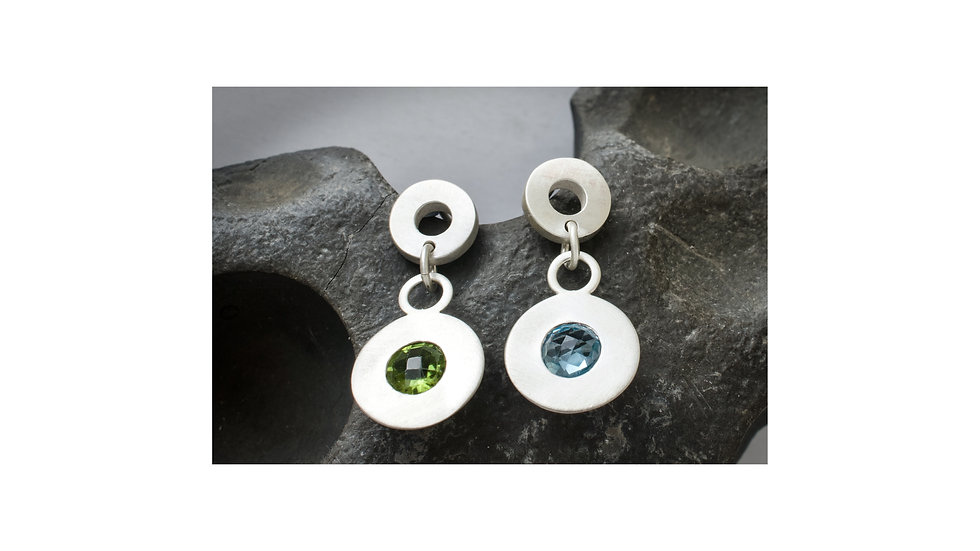 Silver blue topaz & peridot circles earrings
