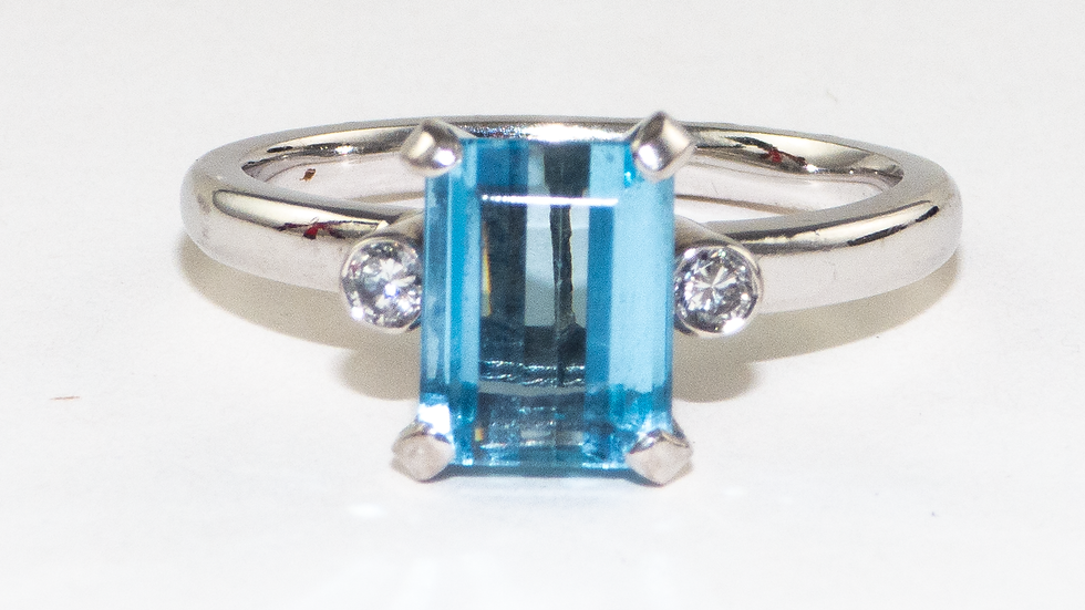 Aquamarine and diamond ring, set in 18ct white gold