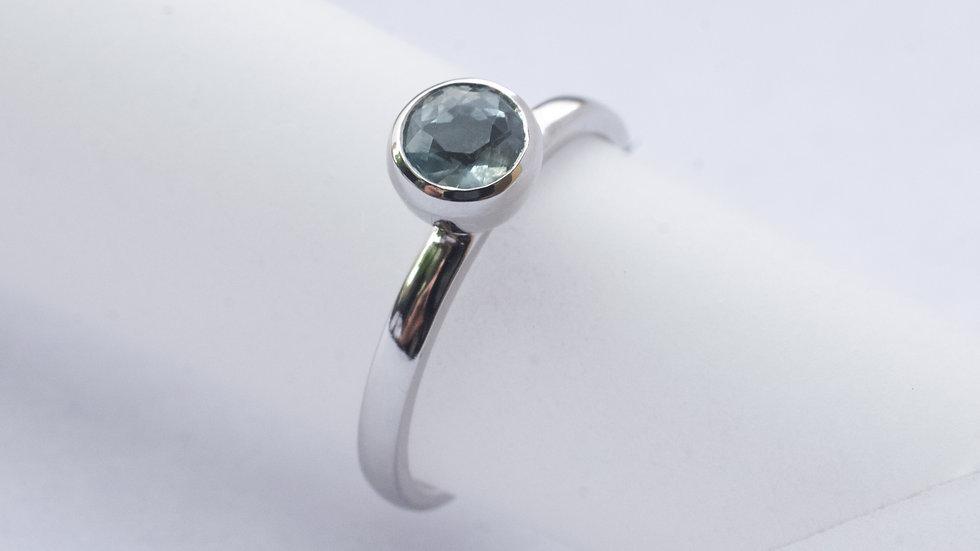Aquamarine and platinum single stone ring