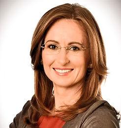 Martina je senior HR Consultant, její hlavní specializací je především nastavení personálních procesů, systémů a strategie. Má zkušenosti v oblasti change-managementu a implementace HR informačních technologií.