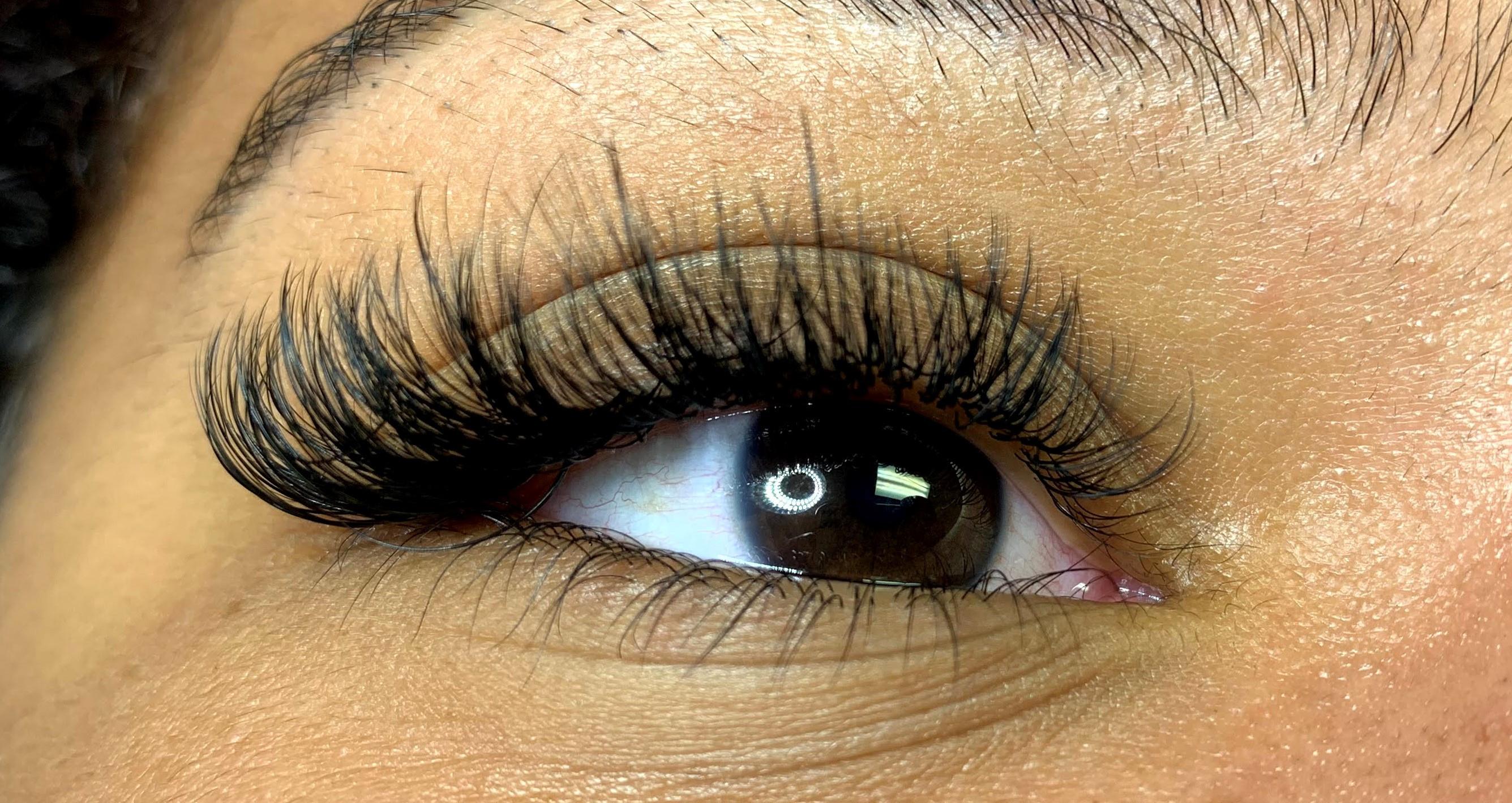 Hybrid Individual Eyelash Extensions