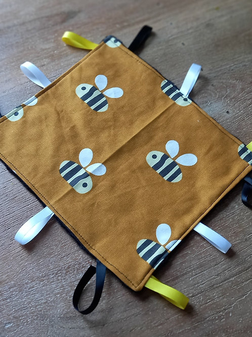 Taggy Comforter - Buzzy Bee