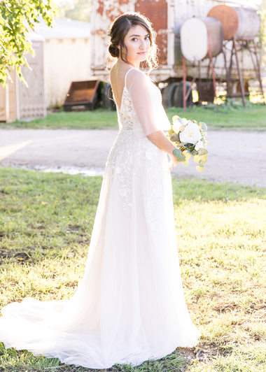 bridal-portrait-historic-taylor-barn.png