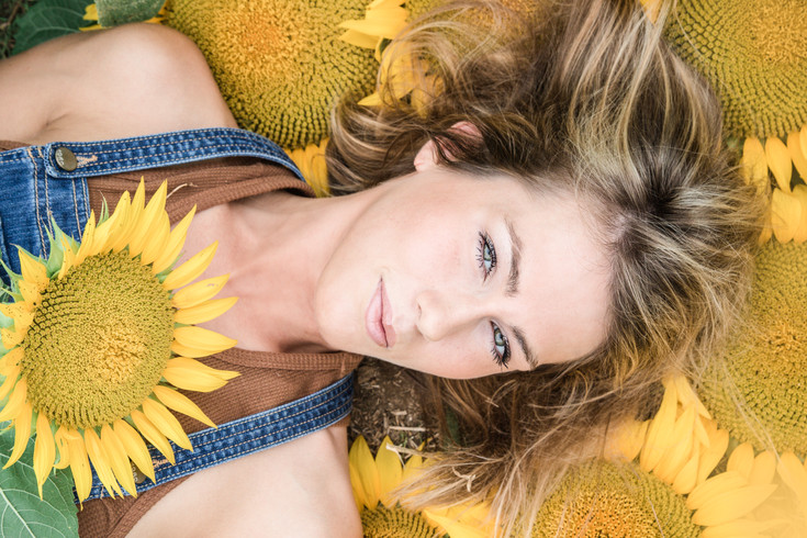 Lindsey- Sunflower Portrait Session