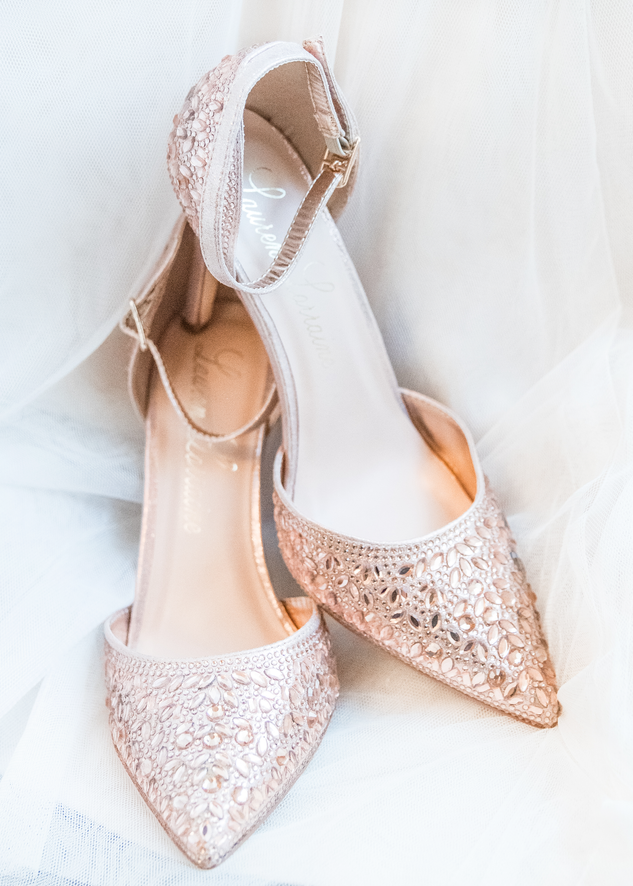 wedding-shoes-pink-photographer.png