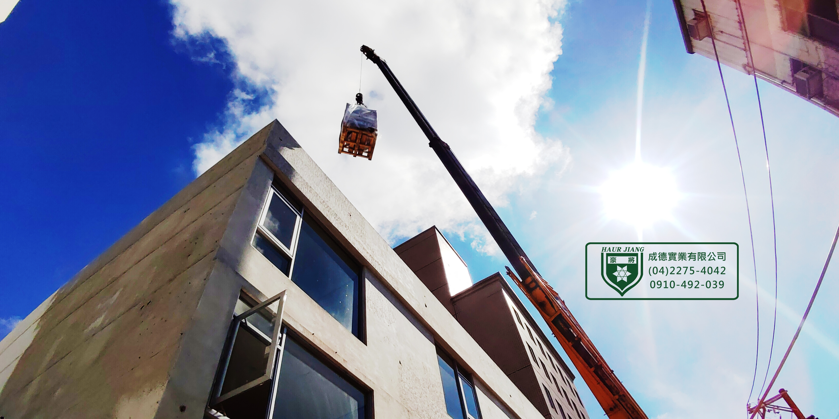 【桃園中壢-旅館】依業主配合水電指示時間交貨,並協助進行吊掛至頂樓機房