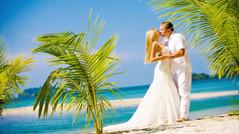 5 правил выбора идеального платья для свадьбы на пляже